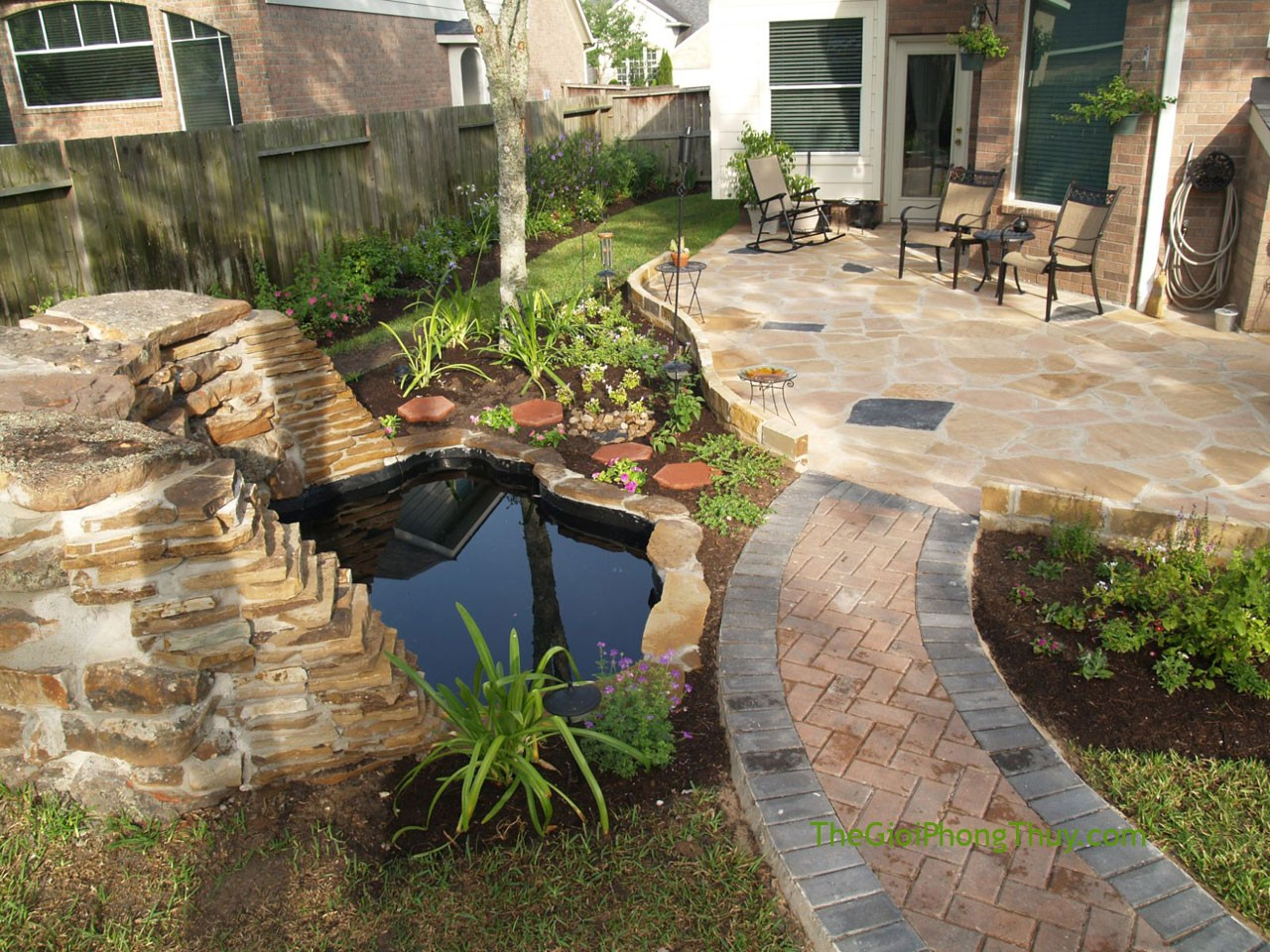 Small-Backyard-Landscaping-Decorated-with-Natural-Small-Pond-Completed-with-Rock-Decoration-and-Small-Pathway-Ideas